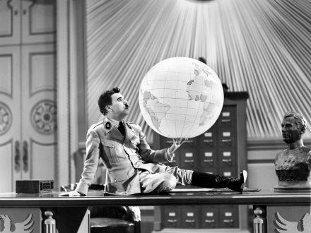 Dictator-globe